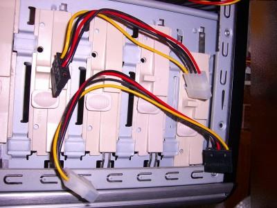 SATA電源コネクタ不足で変換ケーブル
